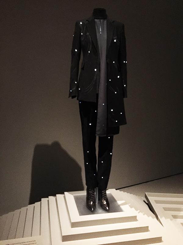 LED_suit